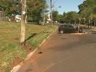 Motorista desvia de buraco e derruba poste na zona oeste de Ribeirão Preto
