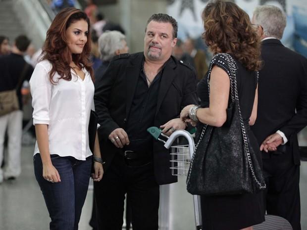 Rosângela, Russo e Wanda em aeroporto (Foto: Salve Jorge / TV Globo)
