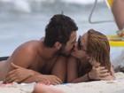 Beijos, cervejinha, sol: Paloma Duarte e Bruno Ferrari curtem praia no Rio