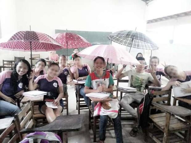 Estudantes de colégio estadual em Primavera dizem que não conseguem estudar em dias de chuva (Foto:  Jonathan Miranda/ Arquivo Pessoal)