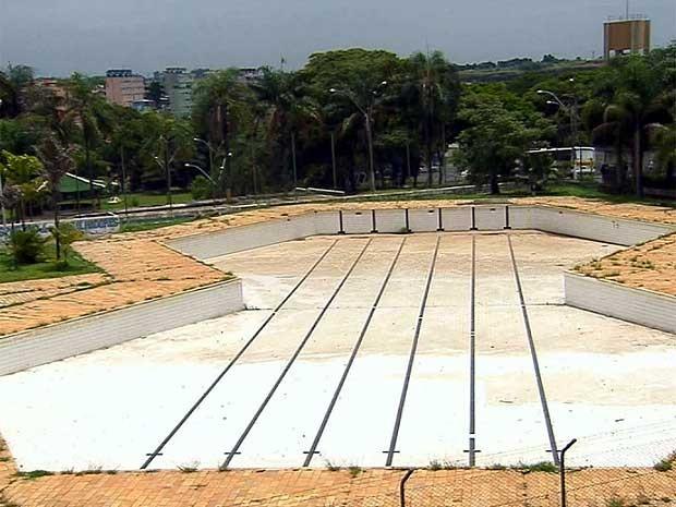 G1 regi o de campinas tem piscinas p blicas em estado de for Piscina abandonada rubi