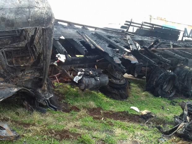 Corpo do motorista do carro foi levado ao IML de Guarapuava (Foto: Divulgação/PRF)