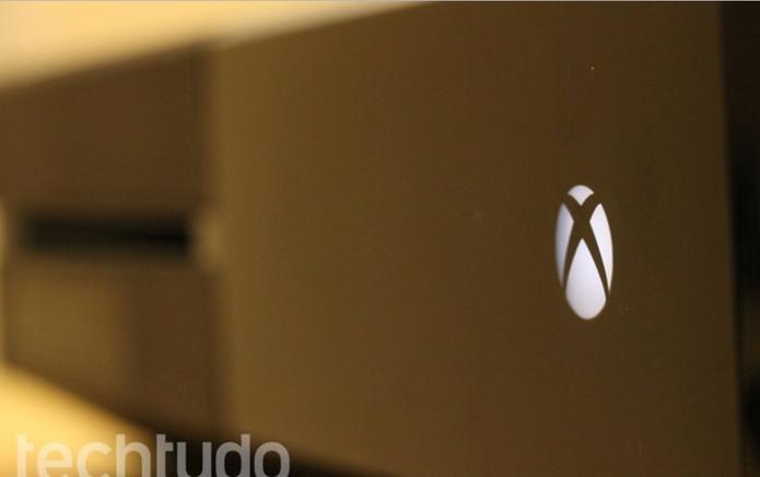 Xbox One em detalhe (Foto: Matheus Vasconcellos/ TechTudo)