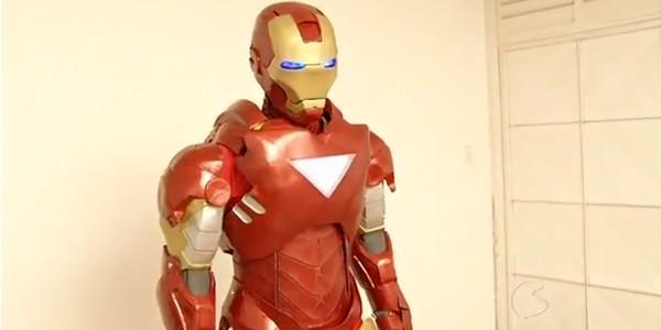 Edílton que é fã do Homem de Ferro, fez uma armadura igualzinha ao super-herói (Foto: Reprodução Rio Sul Revista)