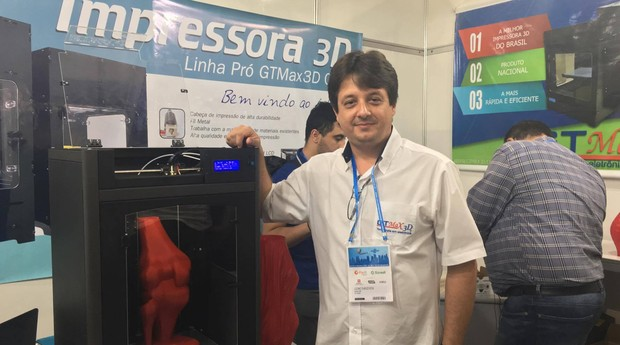 Luciano Moda, fundador da Ink Mixx, expõe seu produto na Feira do Empreendedor (Foto: Fabiana Pires/Editora Globo)