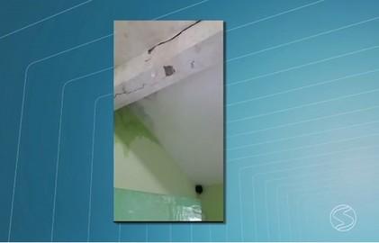 Posto de saúde do bairro Vila Elmira, em Barra Mansa, está com problemas estruturais (Reprodução/Tv Rio Sul)