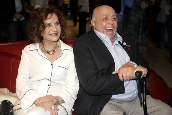 Rosamaria Murtinho, que intepreta a Rainha Crisália, foi à sessão acompanhada do marido, Mauro Mendonça (Foto: Raquel Cunha/ TV Globo)