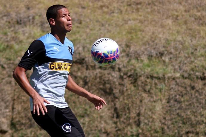 Fernandes treino Botafogo (Foto: Vitor Silva / SSPress)