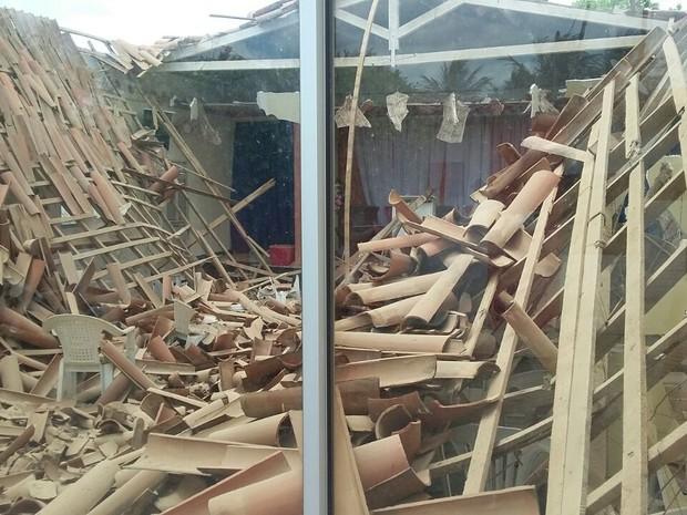 Teto de igreja metodista wesleyana desaba em Pendências, RN (Foto: Luciano Seixas)
