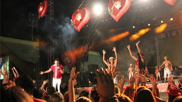 Garantido festeja a vitória no Sambódromo de Manaus (Marcos Dantas / G1 AM)