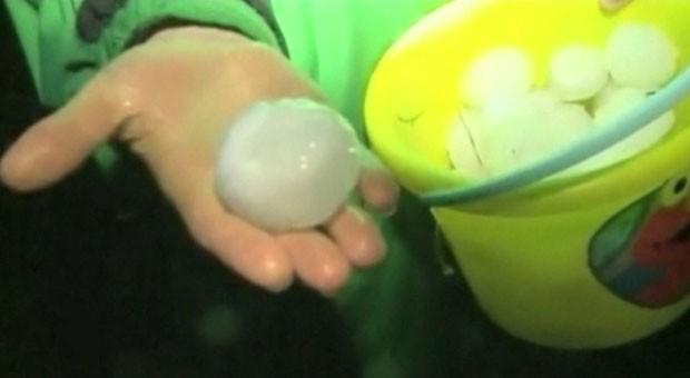 Pedaços de gelo do tamanho de bolas de beisebol caíram nos EUA nesta semana (Foto: BBC)