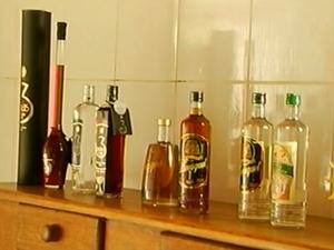 Os produtos agora incluem licores de três sabores (Foto: Reprodução Inter TV)