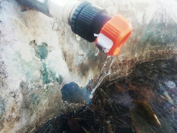Água congelou em torneira de São Joaquim, na Serra (Foto: Mycchel Hudsonn Legnaghi/São Joaquim Online)