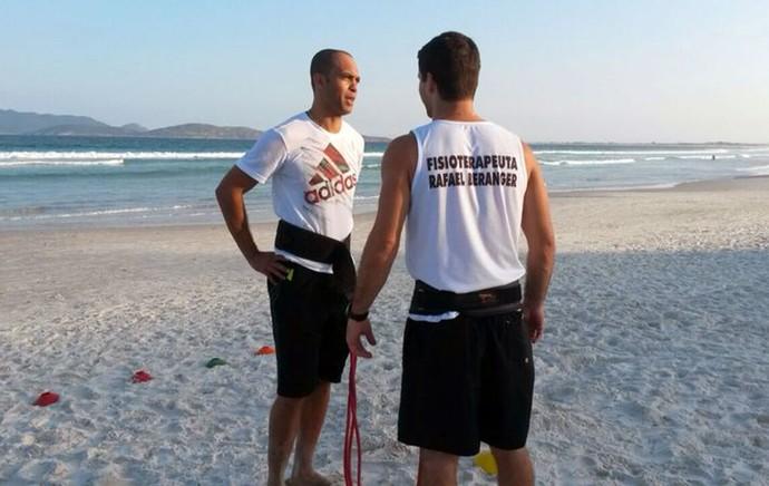 Leandro Euzebio treino praia (Foto: Divulgação)