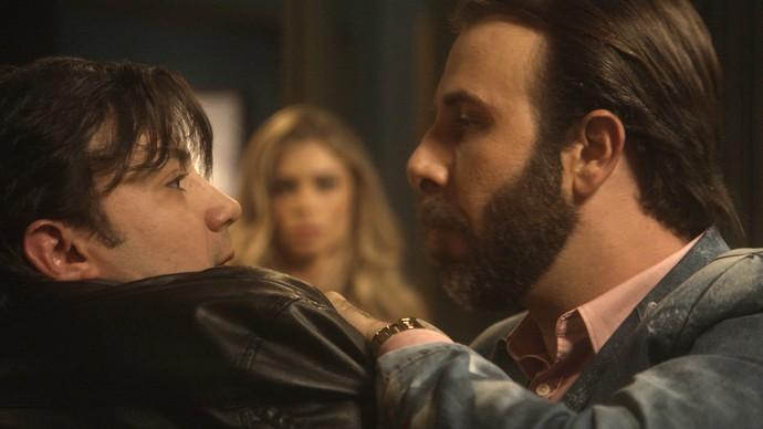 Hércules exige saber o que fizeram com Tiago e ameaça Pascoal (Foto: TV Globo)