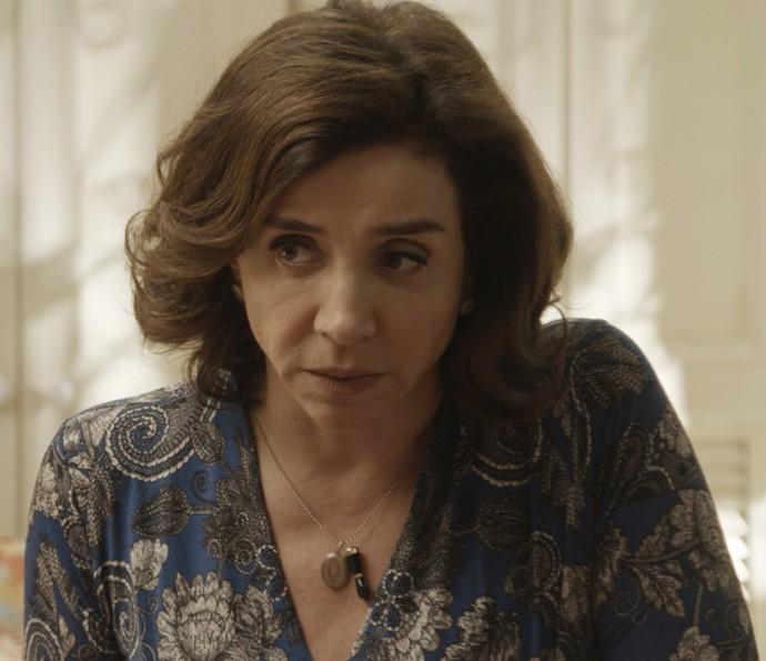 Francesca diz que a filha não tem motivos para desconfiar de Apolo (Foto: TV Globo)