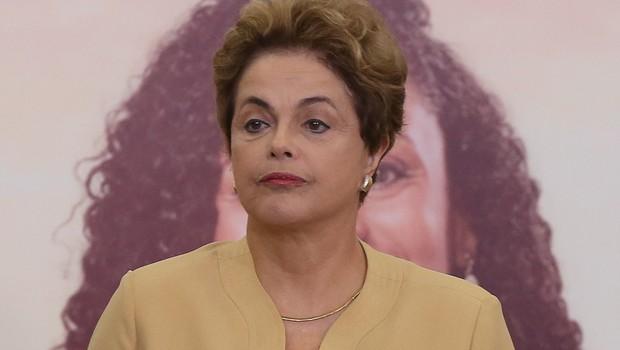 Dilma publica 14 decretos em dia de sessão que pode decretar seu afastamento