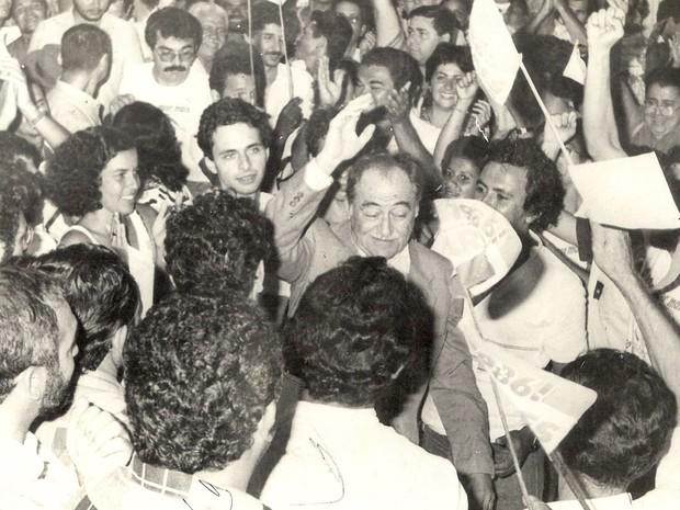 Campos ao lado do avô, Miguel Arraes, em 1986 (Foto: Arquivo pessoal)