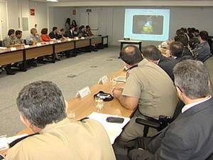 Autoridades reunidas em Uberaba (Foto: Reprodução / TV Integração)