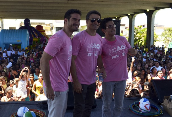 Os atores Murilo Rosa, Sidney Sampaio e Davi Lucas participaram do evento que reuniu cerca de 21 mil pessoas em Angra (Foto: Gabriel Serzedelo/TV Rio Sul)