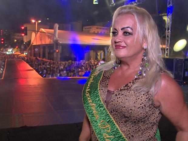 Carla Camuratti tem mais de 60 anos e foi a primeira travesti de Florianópolis (Foto: Reprodução/RBS TV)