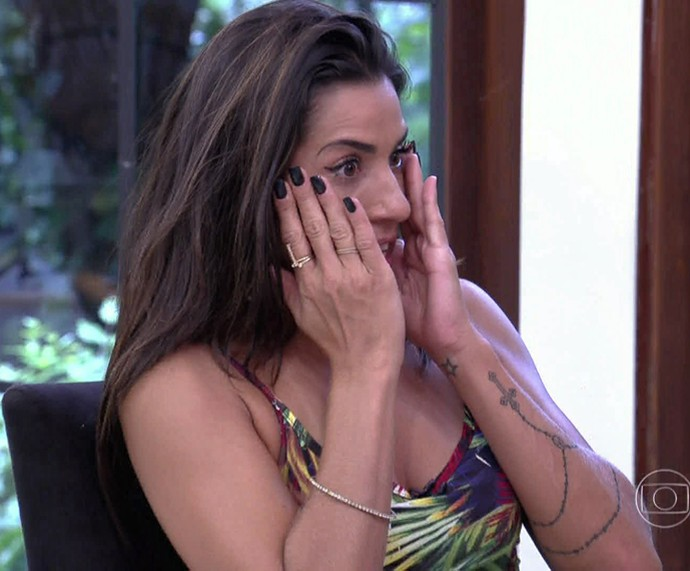 Juliana se emociona ao rever imagens do 'BBB16' (Foto: TV Globo)