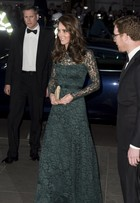 Look do dia: Kate Middleton usa vestido logo de renda em baile de gala
