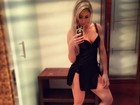 Carol Narizinho posa sexy para selfie