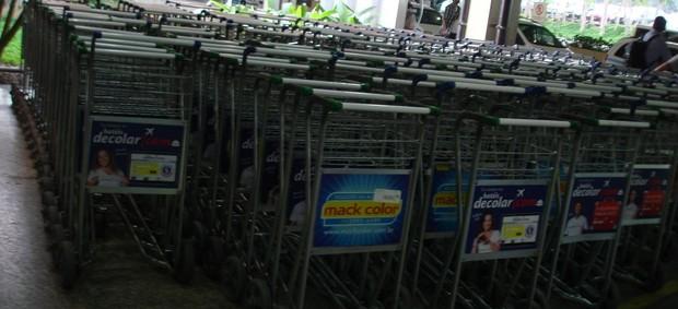 Carrinhos aeroporto cumbica (Foto: Rodrigo Faber/Globoesporte.com)