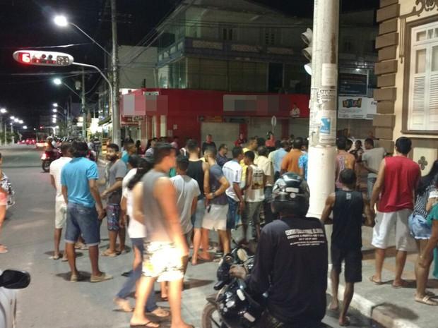 Moradores ficaram assustados com tiroteio, na madrugada desta segunda-feira (Foto: Edivaldo Braga/ Blog Braga)