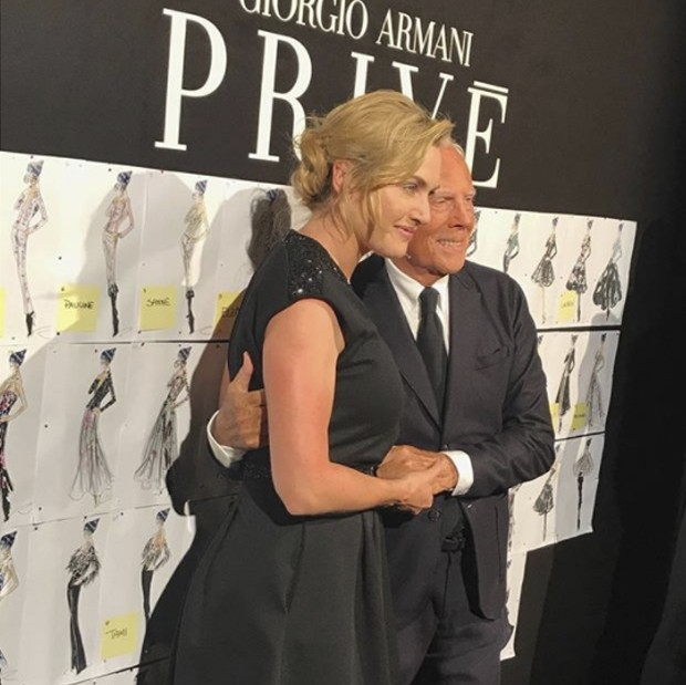 Kate Winslet in the arms of Armani (Foto: @suzymenkesvogue)