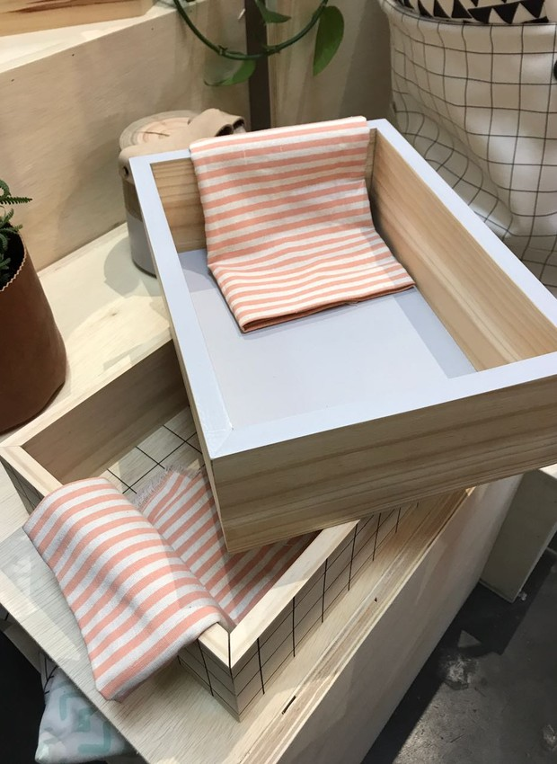 A cesta de pão, também de pinus, é outro lançamento na Così (Foto: Casa e Jardim)
