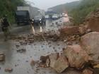 Deslizamento de pedras na Serra das Russas interdita trecho da BR-232, PE