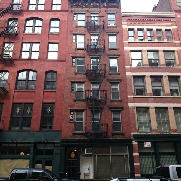 Elsa Hosk vendeu seu apartamento em um charmoso prédio do Tribeca (Foto: Divulgação/Douglas Elliman)