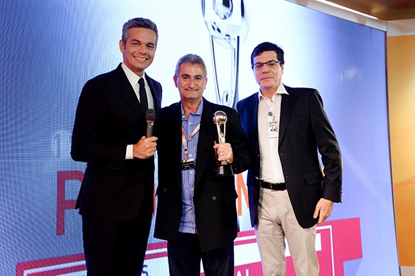 O apresentador Otaviano Costa, o gerente de programação da Vanguarda, Valério Luiz Fernandes, e o diretor geral de Jornalismo e Esporte da TV Globo, Ali Kamel (Foto: Divulgação/ Rede Globo)