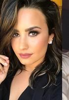 Demi Lovato muda visual e fica loiríssima