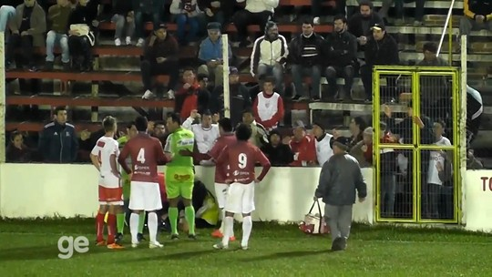 Gandula é atingida por carrinho em jogo da Segundona Gaúcha; vídeo