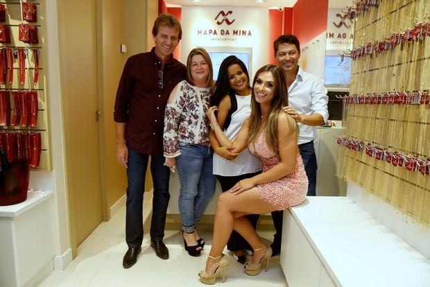Nicole Bahls com parceiros (Foto: Delson Silva/AgNews)
