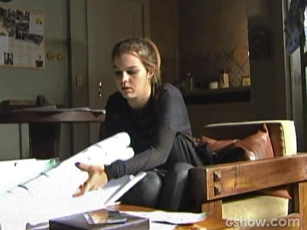 Agora ela sabe tudo sobre o plano do assalto (Foto: Malhação/ TV Globo)