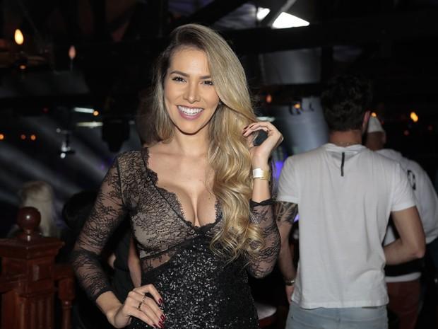 Ex-BBB Adriana em show em São Paulo (Foto: Rafael Cusato/ Brazil News)