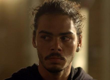 Pedro conta para Luciana: 'Eu tava fugindo'