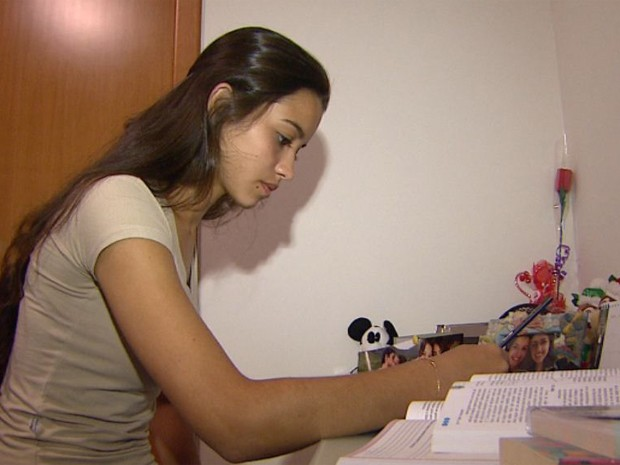 Larissa chegou a estudar 14 horas por dia para alcançar o resultado (Foto: Maurício Glauco/EPTV)