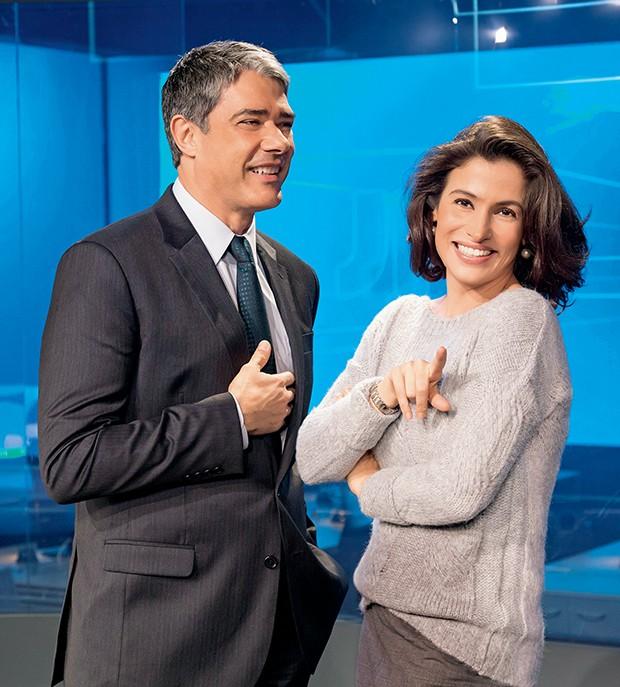 Descontração dos  apresentadores nos  bastidores do telejornal  (Foto:  )