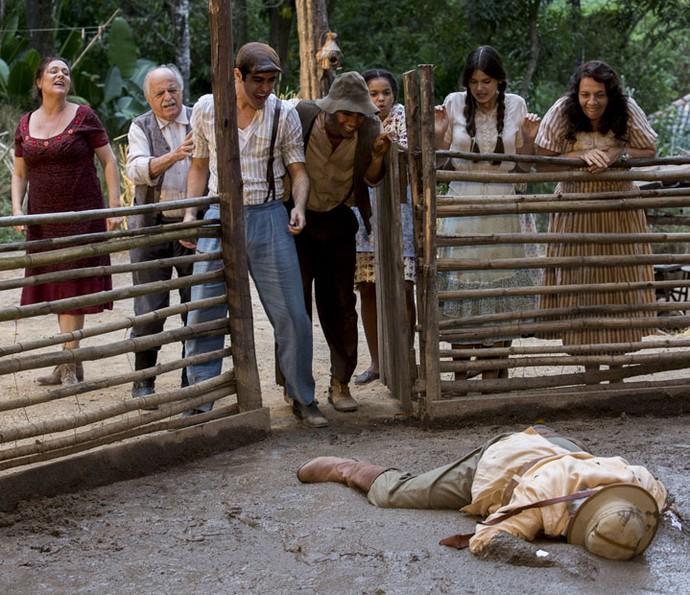 Pandolfo cai de cara na lama (Foto: Ellen Soares/GShow)