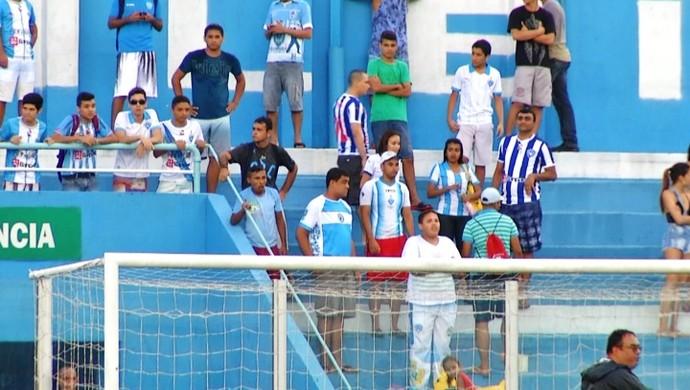 Torcedores protestaram durante o treinamento do Paysandu (Foto: Reprodução/ Tv Liberal)