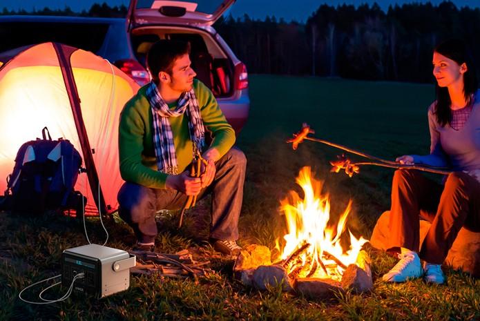 PowerHouse pode ser levada para acampamentos ou viagens e manter eletrônicos com bateria (Foto: Divulgação/Anker)