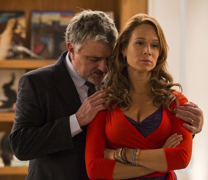 Arrasado, Guido pede perdão à filha (Foto: Inácio Moraes/Gshow)
