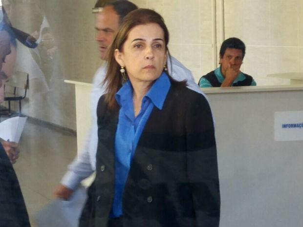 Mãe de estudante morto foi ao Fórum acompanhar julgamento (Foto: Jomar Bellini/G1)