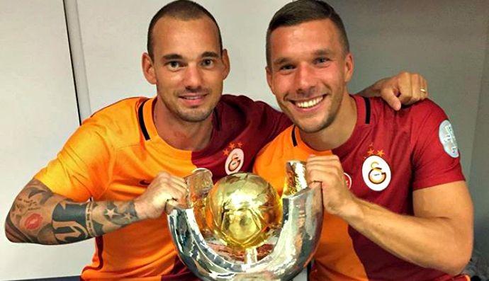 Sneijder e Podolski, Supercopa da Turquia (Foto: Reprodução / Instagram)