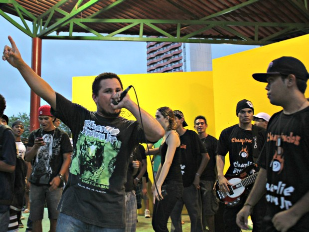 Banda Freak fez cover de sucessos da banda Charlie Brown Jr. (Foto: Tiago Melo/ G1 AM)